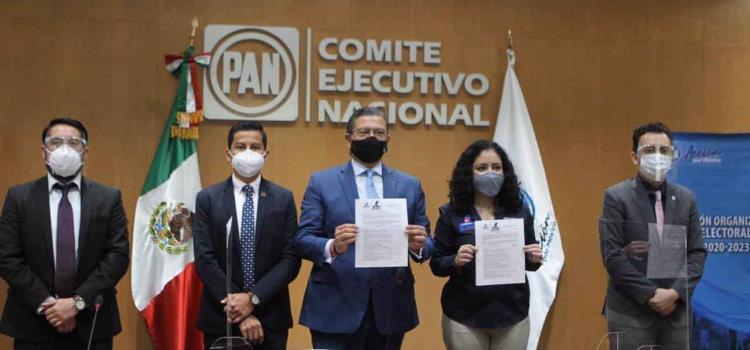 Octavio Pedroza va por candidatura