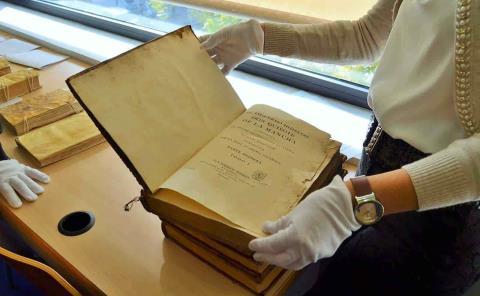 Impartirán un curso de conservación de libros