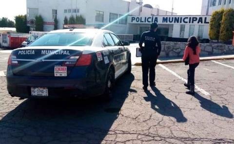 Auto particular y taxi en viaducto Nuevo Hidalgo