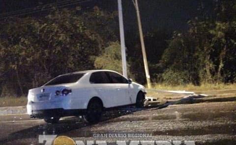 Dejan vehículo accidentado