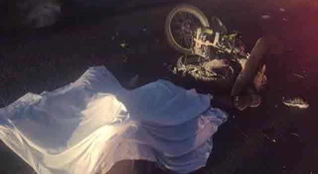 Percance deja a dos motociclistas sin vida