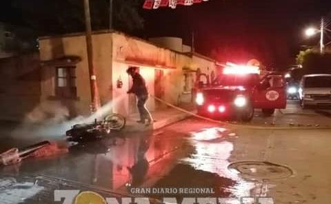 Moto ardió en llamas
