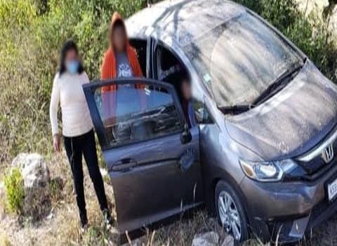 Cinco heridos en volcadura
