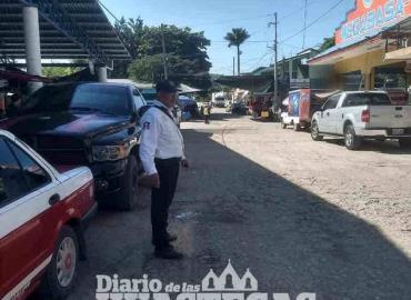 Exhortan a conductores aparcar por la derecha
