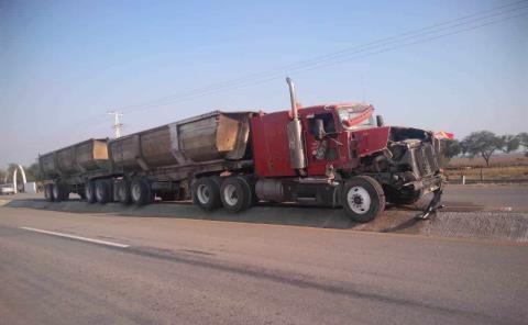 Chocó un tráiler contra camión