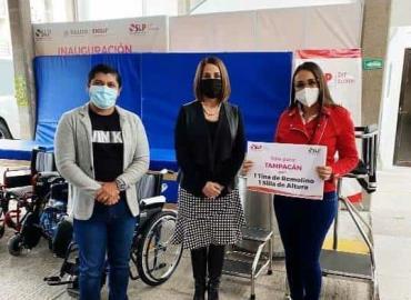 Lorena Valle entregó apoyos a Tampacán