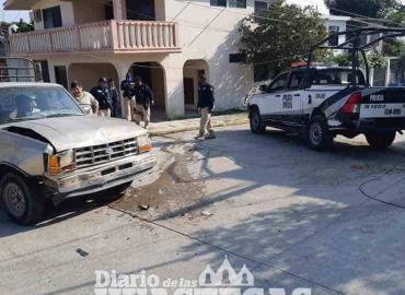 Camioneta chocó  contra una patrulla