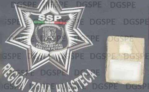 Dos jóvenes detenidos por portación de arma blanca y droga.