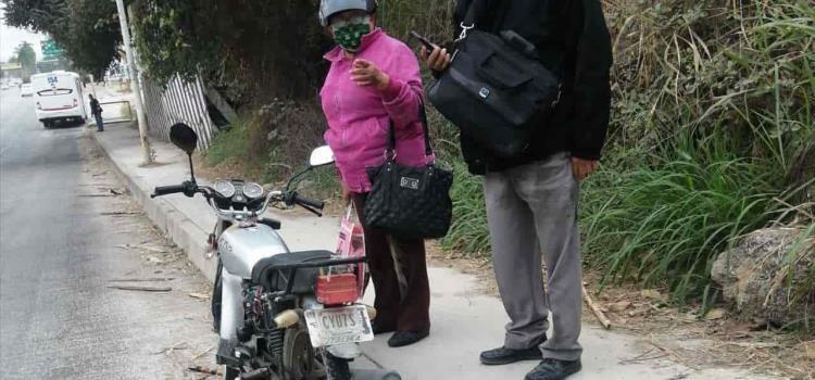 Pareja de abuelos derrapó en moto