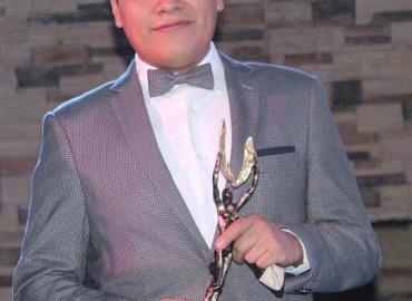 Premian a Gabo Badillo con las Palmas de Oro