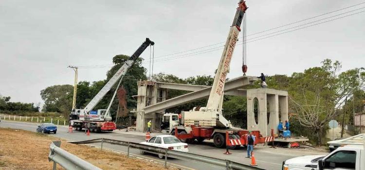 Edifican puente en la rúa federal