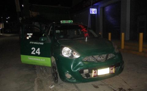 Chocó taxista contra un auto