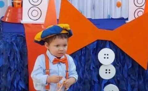José Gustavo rompió piñata
