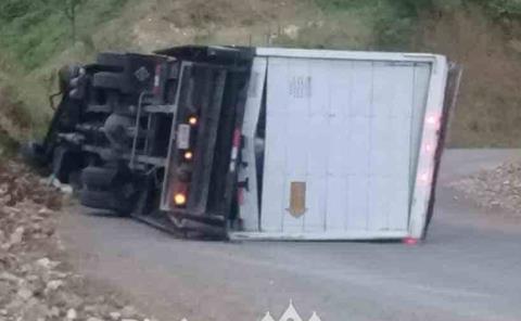Volcó camión