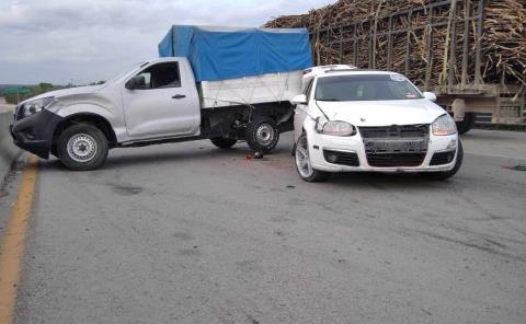 Una mujer lesionada en aparatosa colisión