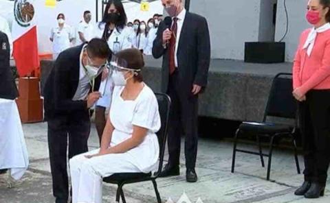 Enfermera recibe primera  dosis contra el Covid-19