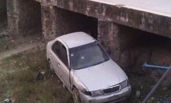 Vehículo cayó a un arroyo
