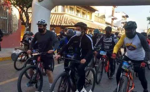 """Arrancó carrera ciclista """"La Última y nos vamos"""""""