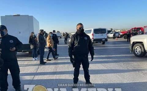 Policías asistieron a los migrantes