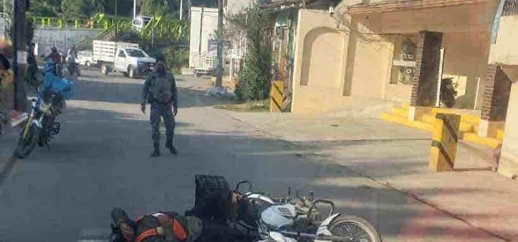 Joven motociclista herido al derrapar