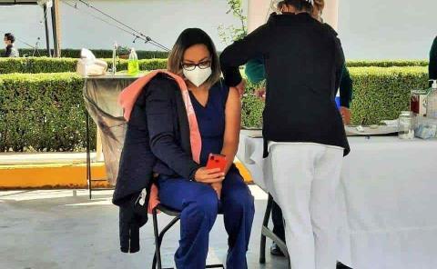 Aplicaron vacuna a vallenses en CDMX