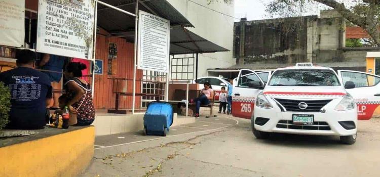 "Reubicarán a taxis rojos por ""amparo"""
