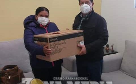 Óscar Bautista apoyó a familias