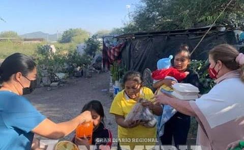 Rosa Huerta repartió alimentos en la ZM