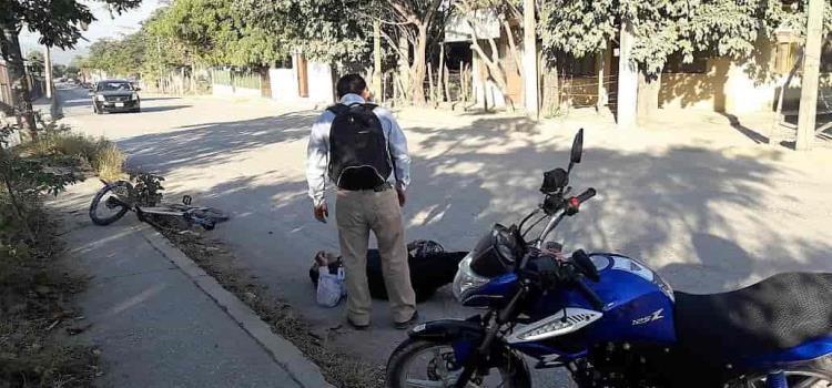 Motocicleta chocó contra una bicicleta