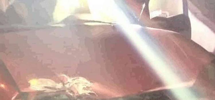 Automóvil impactó muro de contención