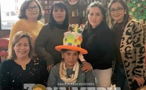 Lucy González halagada en su día
