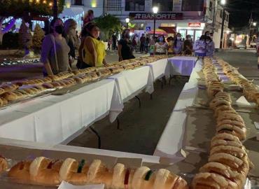 Alcalde partió la rosca de Reyes