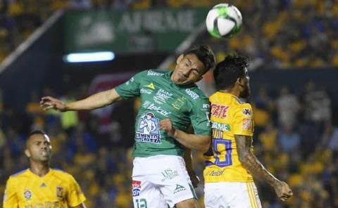 León estrena la corona ante Tigres