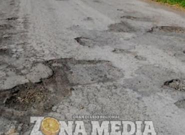 Carretera estatal está destrozada