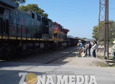 Emotiva despedida a ferrocarrilero jubilado