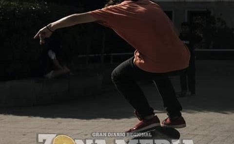 """""""Skaters"""" dificultan el tráfico vehicular"""