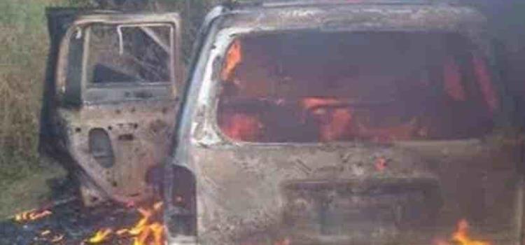 Incendian auto luego de  asesinar a dos personas