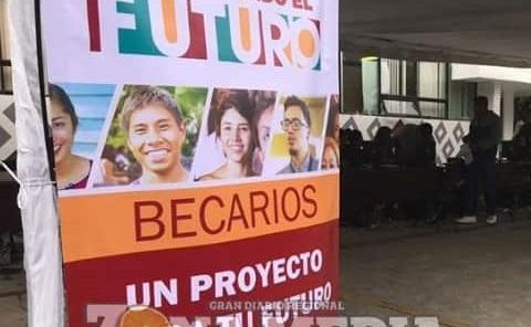 Aumenta 562 pesos la beca de jóvenes