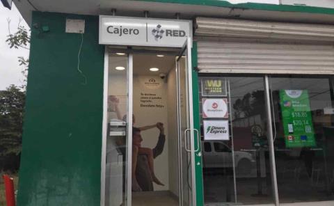 Dañaron cajero de Banco Azteca