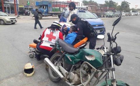 Veloz automóvil embistió a moto