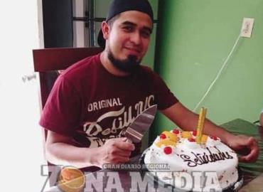 Eugenio disfrutó pastel de cumpleaños