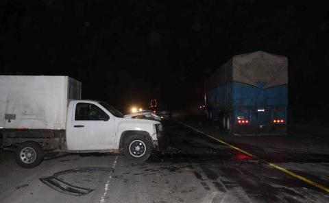 Camioneta chocó contra un tráiler