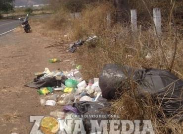 Abundan basureros clandestinos en rúas