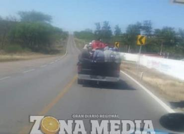 Ciclistas circulan sobre la carretera federal 69