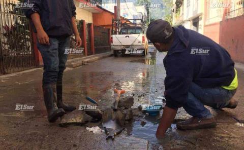Invitan a reportar fugas de agua