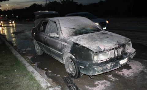 Se incendió auto en la Ave. Universidad