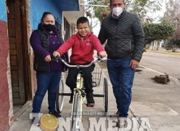 Gobierno regaló bicicleta especial
