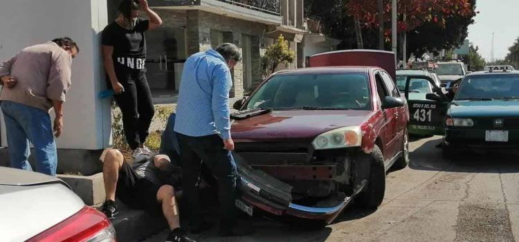 "Chocaron autos en Bulevar y ""16"""