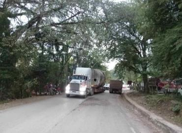"""Peligro"" por unidades pesadas en vía estatal"