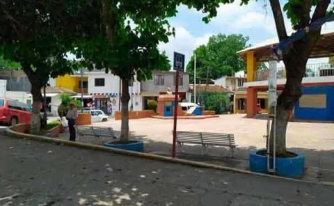 Piden acordonar plazas públicas